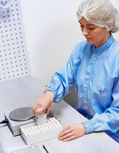 Bemis Healthcare Packaging Europe employee carrying out product packaging